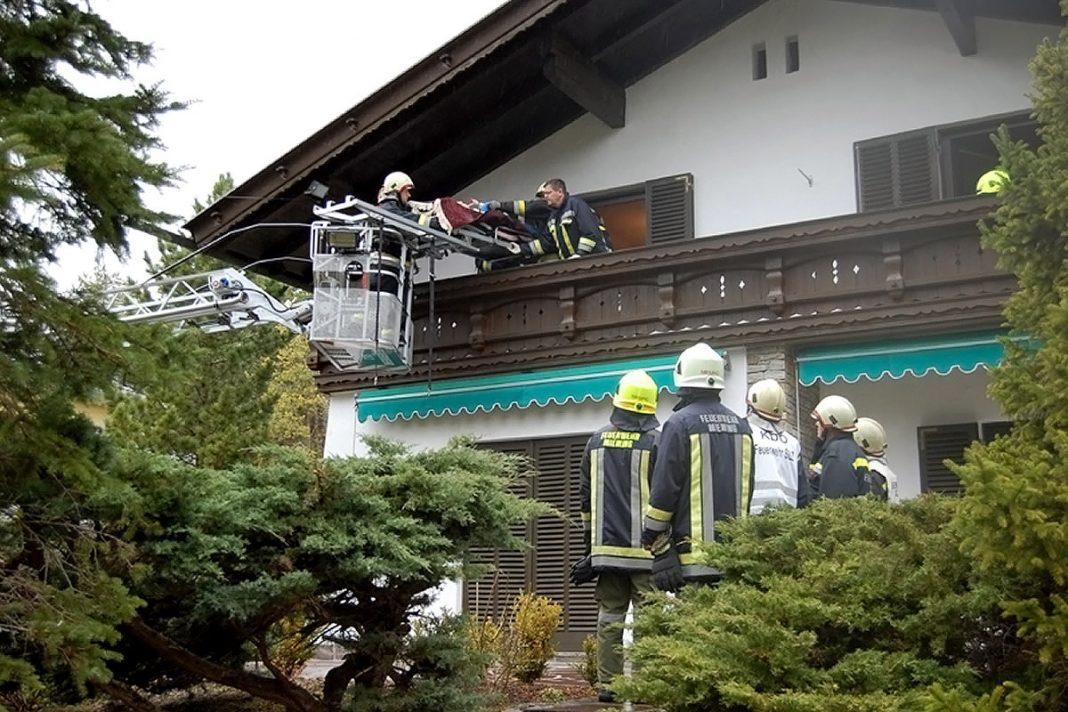 Feuerwehren und Rotes Kreuz - Personenbergung mittels Drehleiter, Foto: Freiwillige Feuerwehr Mieming