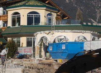 Hotel Schwarz - Staub von Umbauarbeiten löste Alarm aus, Foto: FF Mieming