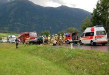 """Verkehrsunfall mit eingeklemmter Person - L 236 """"Mötzer Landesstrasse"""", Foto: FF Mieming"""