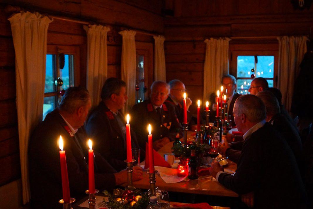 Weihnachtsfeier auf der Stöttlalm - Die Alten sind